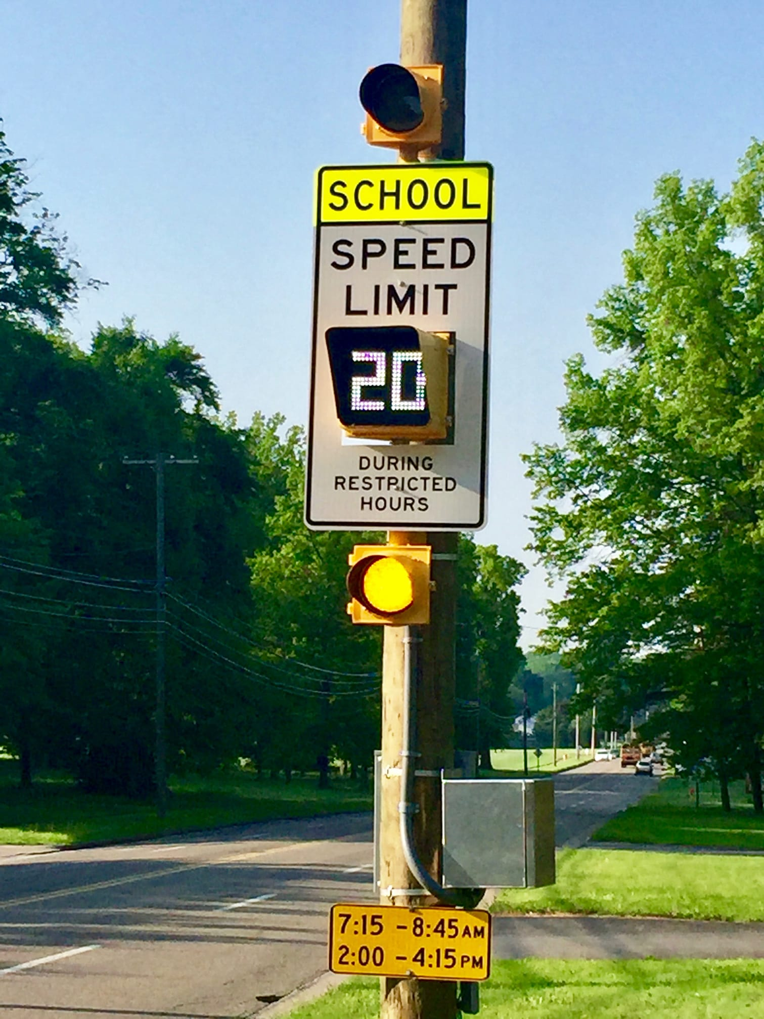 SCHOOL SPEED LIMIT LIGHTS AT 20 MPH ON GLENWOOD